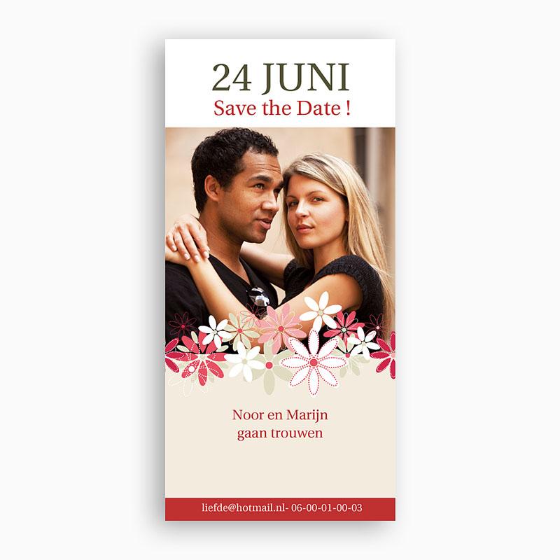Save The Date Kaartjes Bruiloft Bloemen op licht beige